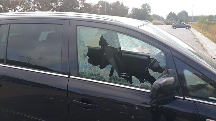 Eén van de vernielde auto's in Culemborg.