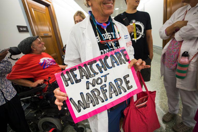 Tegenstanders van de Republikeinse pogingen om Obamacare te ontmantelen demonstreren in Washington. Beeld null