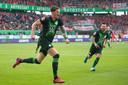 Wout Weghorst juicht na zijn goal tegen Union Berlin.