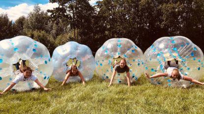 """Meisjes Chiro Nele Lede beleven gepland buitenlands kamp in Dentergem: """"Buitenland was leuk geweest, maar we zijn al blij dat we op kamp kunnen"""""""