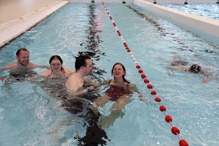 65222fa7c66 Archieffoto van zwemmers die langs kwamen tijdens het openingsweekend