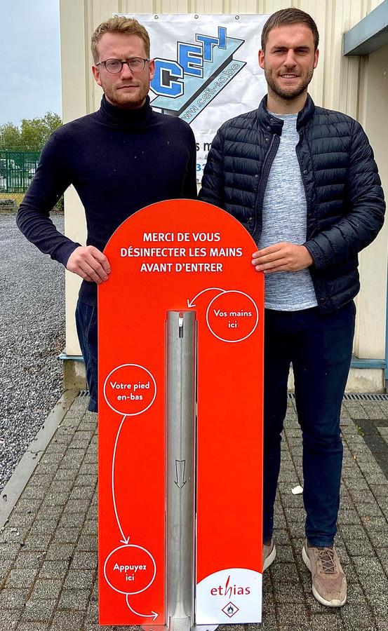 Bastien Bonet et Arnaud Gillard ont déjà fourni des bornes de désinfections à des entreprises, à certaines écoles et centres sportifs.