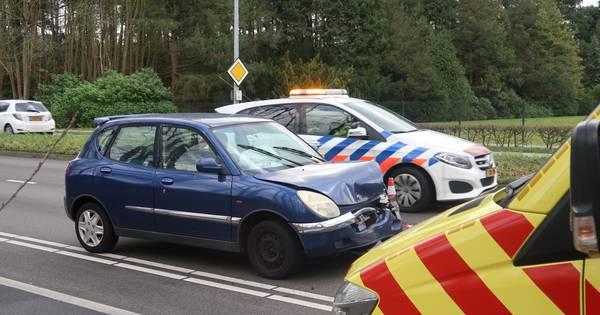 Gewonde bij botsing op Bredaseweg in Tilburg.