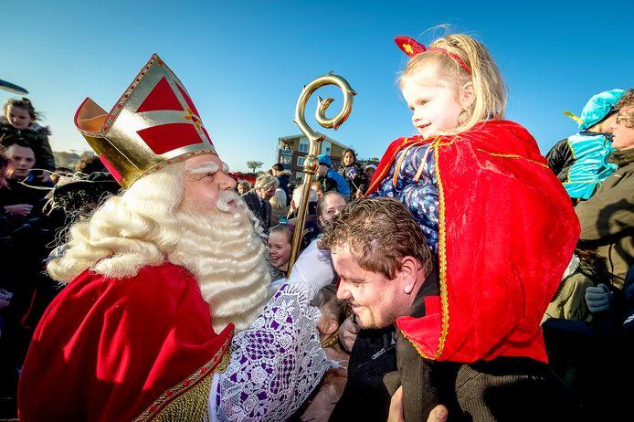 Een gebruikelijk intocht van Sinterklaas zoals hier in Capelle aan den IJssel is dit jaar niet mogelijk. Wel wordt er een film verspreid hoe de Sint aankomt met de boot.