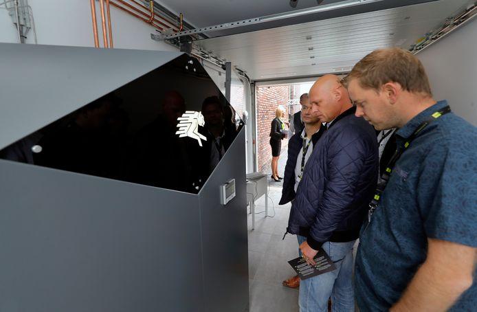 De powerbox werd vandaag onthuld in een woning in Stad aan 't Haringvliet. Hierin wordt van zonne-energie waterstof gemaakt.