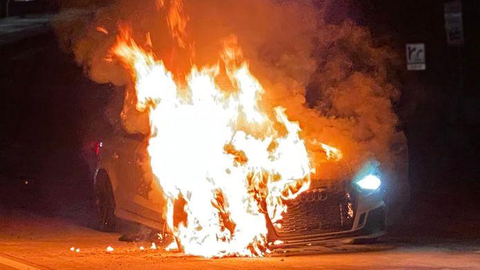 De 1100 pk sterke Audi RS3 brandde compleet uit.
