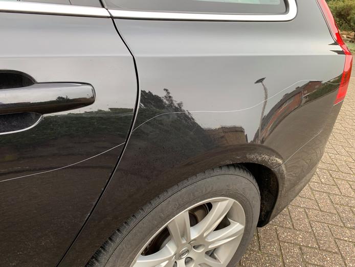 Bekraste auto in Megen.