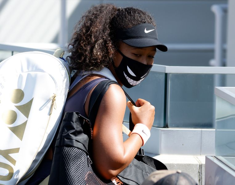 Naomi Osaka gaf aan niet in de kwartfinales te willen spelen als statement tegen racisme. Daarop is besloten het toernooi een dag stil te leggen. Beeld EPA
