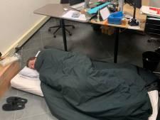 Week opgesloten met de baas en slapen op kantoor: deze drie mensen gaan in quarantaine op het werk