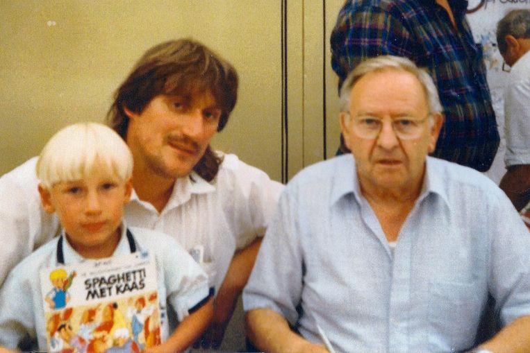 1997, Chris Cordier met zijn zoon bij tekenaar Jef Nys.