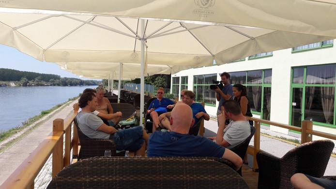 PSV-fans in Kroatië, geïnterviewd door Fox Sports.