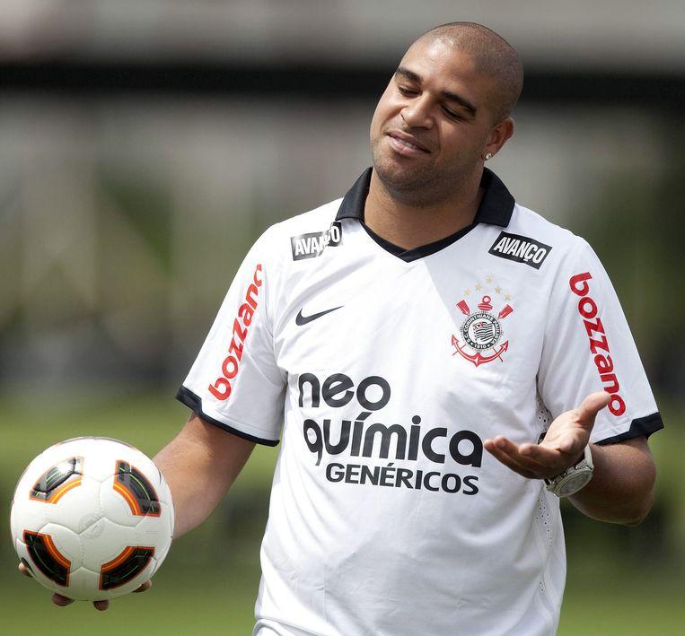 Adriano vorig jaar maart bij zijn presentatie in het shirt van Corinthians. Beeld epa