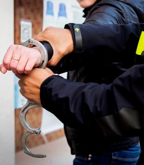 Voortvluchtige, veroordeelde drugscriminelen opgepakt (die door corona weinig kanten op konden)