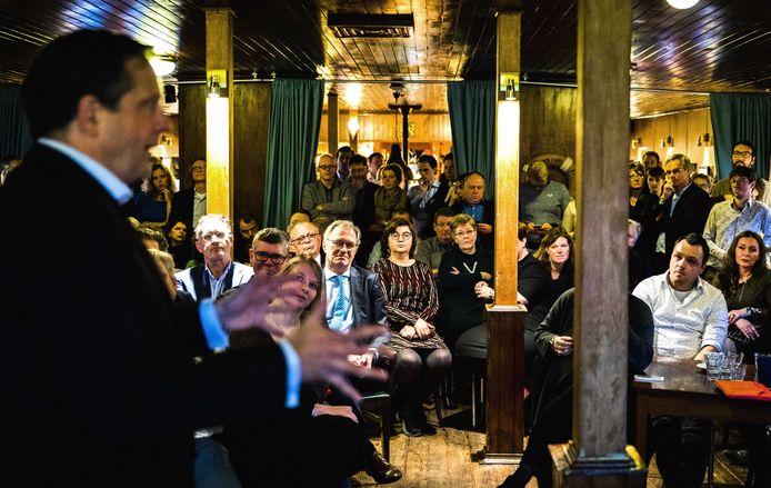 2018-01-20 16:18:33 ZWOLLE - D66-leider Alexander Pechtold geeft een speech tijdens de aftrap van de campagne voor de gemeenteraadsverkiezingen. ANP REMKO DE WAAL