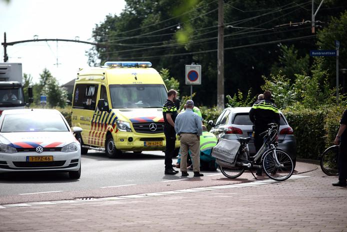 De fietser raakte gewond bij een botsing met een auto.