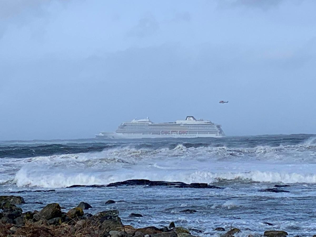 Het cruiseschip Viking Sky is in nood na motorpech.