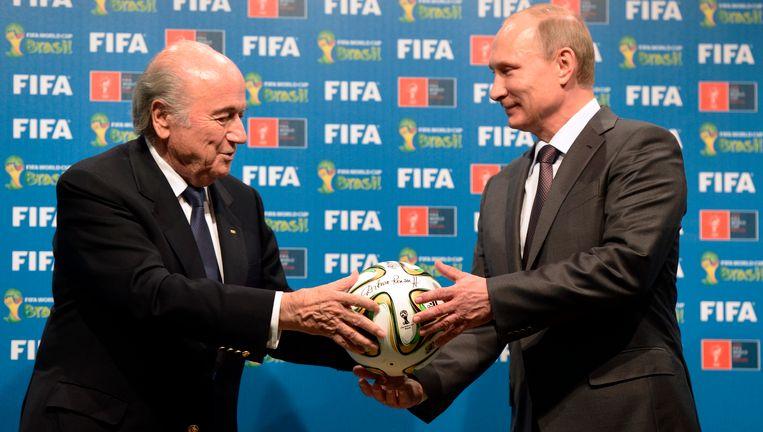 FIFA-baas Sepp Blatter en de Russische president Vladimir Putin. Beeld ap