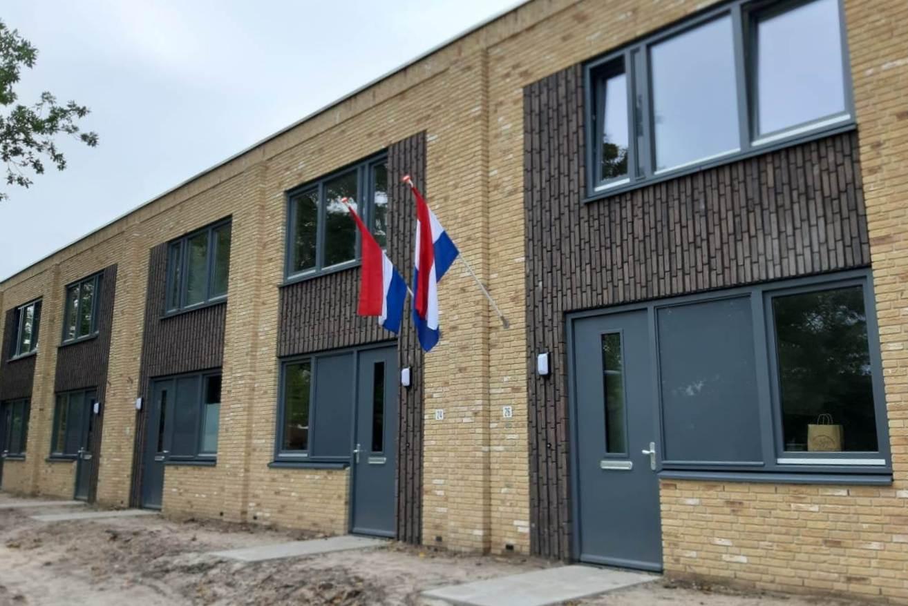 Er staan verschillende woningtypes in het nieuwe buurtje: zowel met een kap als met een plat dak. Alle woningen hebben twee slaapkamers.