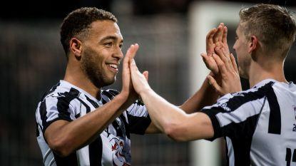Topschutter Cyriel Dessers smeert Ajax vierde seizoensnederlaag aan