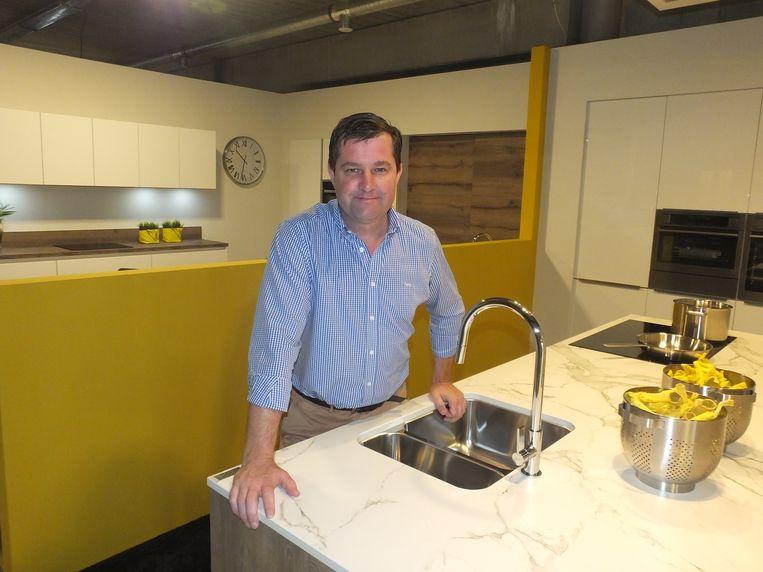 Michiel Steenbeke in één van zijn keukens.