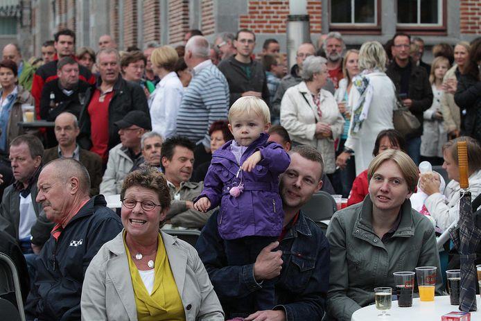 Een archiefbeeldje van een optreden Les Sacs à Sacs op Harelbeke zomert in 2011. foto Henk Deleu