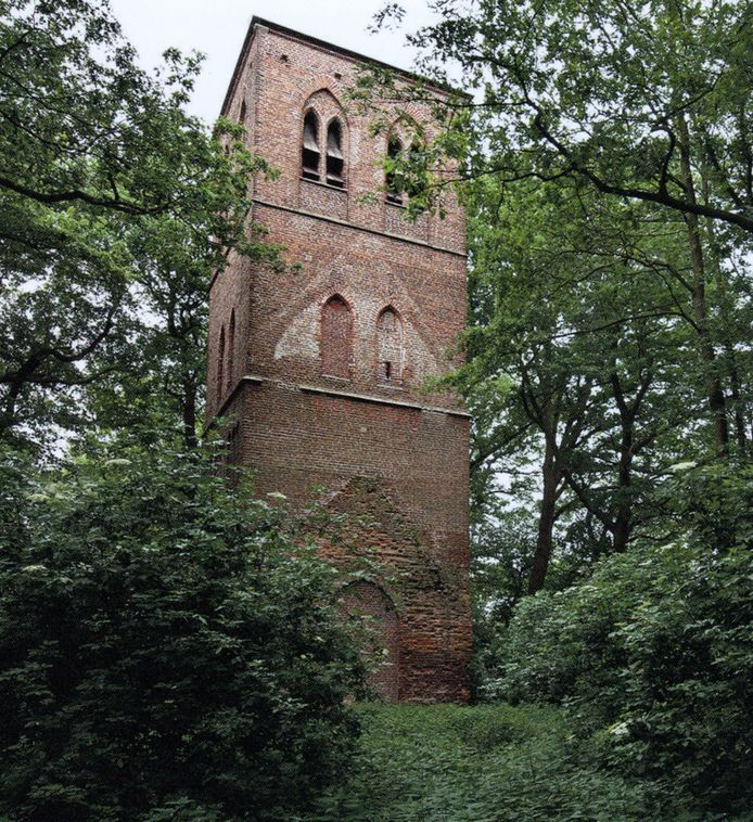De Oude Toren in Oostelbeers. Het St. Joris-gilde gaat na 38 jaar verhuizen van deze locatie naar de Hoogeindseweg.