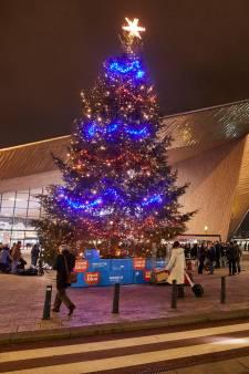 Rotterdamse kerstbomen op het Stadhuisplein én op het Stationsplein