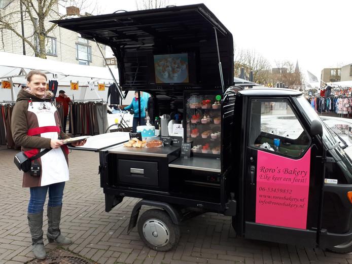 De tuktuk van Roro's Bakery op de dinsdagmarkt.