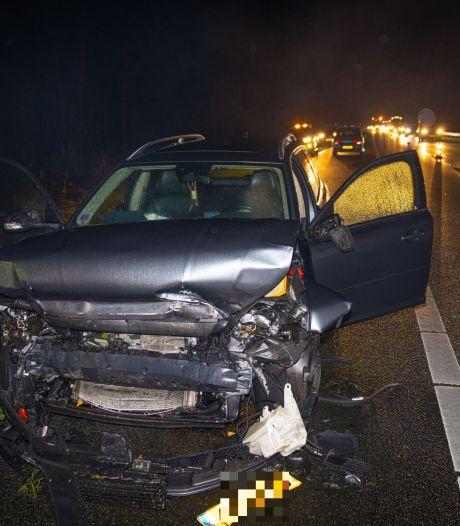 Automobilist klapt tegen vrachtwagen en veroorzaakt file op A28 tussen 't Harde en Wezep