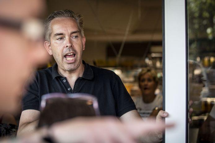 Raymond Berning is woest dat zijn supermarkt dicht moet
