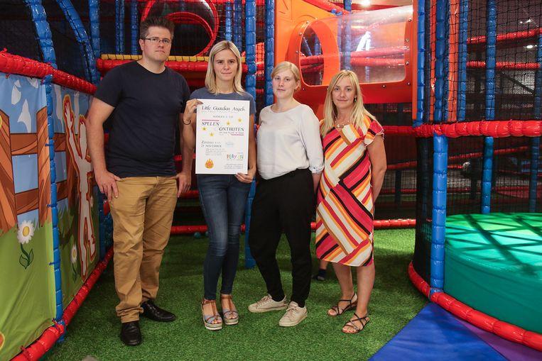 Johan, Céline, Kelly en Bo verloren alle vier hun baby. Voor de steun die ze toen kregen van vzw Boven De Wolken, willen ze nu iets terugdoen.