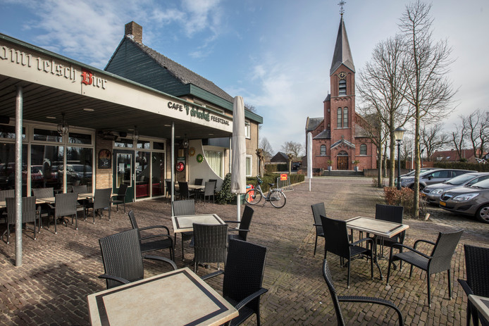Cafe 't Drieske zonder carnavalssfeer in Hulsel