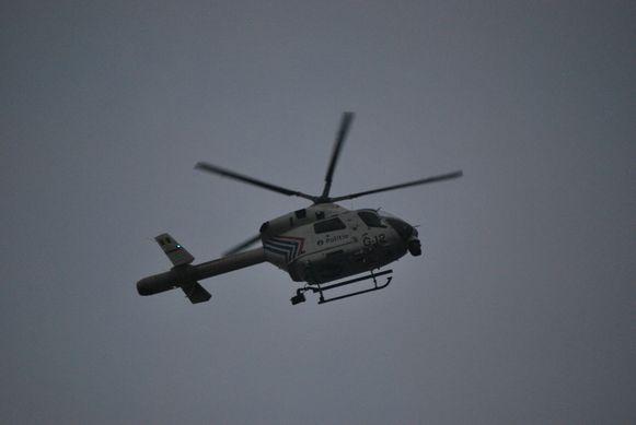 De politie zette bij de achtervolging een politiehelikopter in