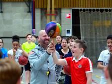 Roosendaler Roel Stuifmeel start met clinics gedragsverandering op basisschool De Klimroos