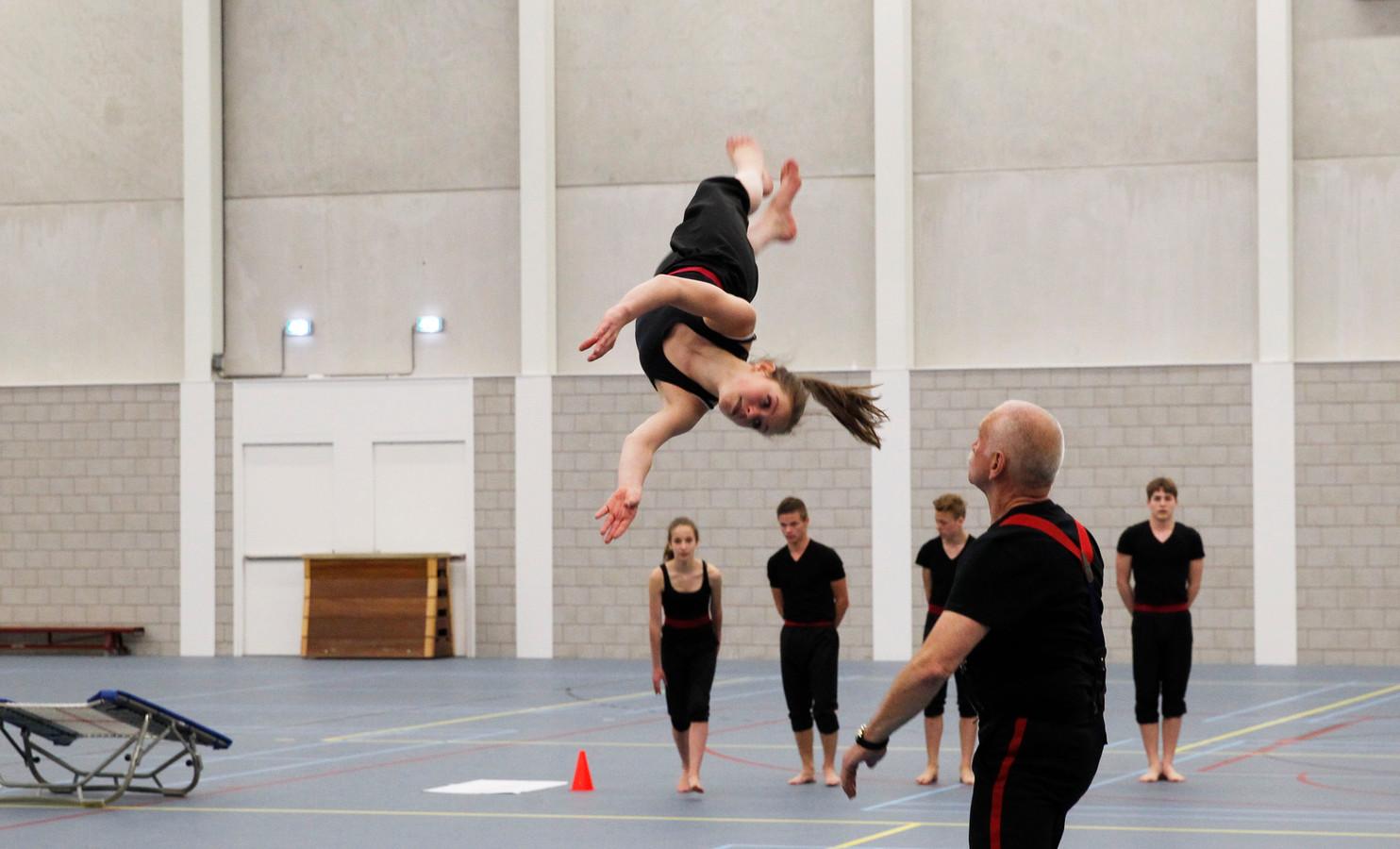 NK mini trampolinespringen. Eén van de evenementen die in de sporthal op Suytkade is gehouden.