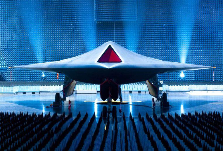 De onbemande gevechtsdrone Taranis van de Britten. De Britse krijgsmacht zegt dat soortgelijke toestellen altijd onder menselijk toezicht zullen staan. Beeld AP