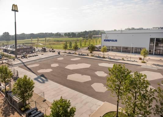 Blik op evenementengebied Breepark Breda vanaf het dak van het grootste pand. Foto Edwin Wiekens / Pix4Profs