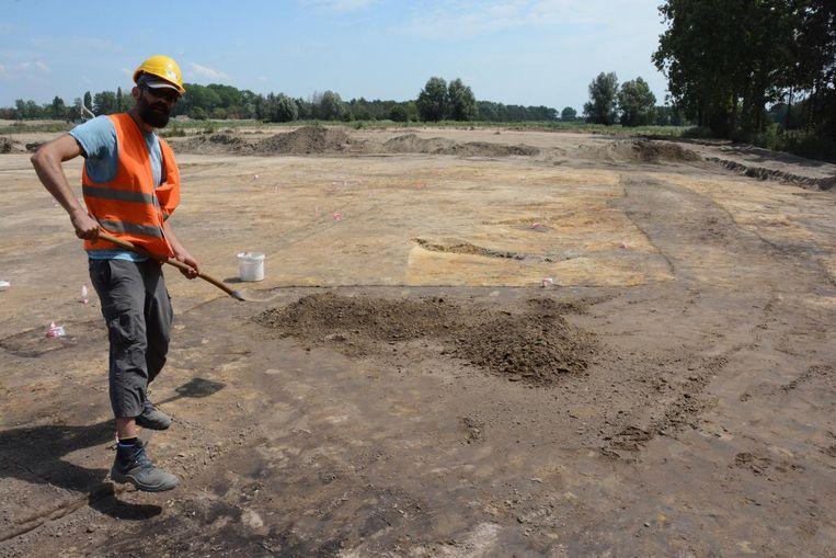 Archeologen van Erfpunt Waasland zijn aan het werk op een terrein in de omgeving van Sint-Gillis-Waas.