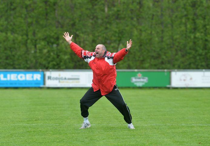 Marc de Kunder (hier juichend na het kampioenchap met Spui in 2012), strandde voor het tiende opeenvolgende seizoen met een ploeg in de poulefase van de districtsbeker.