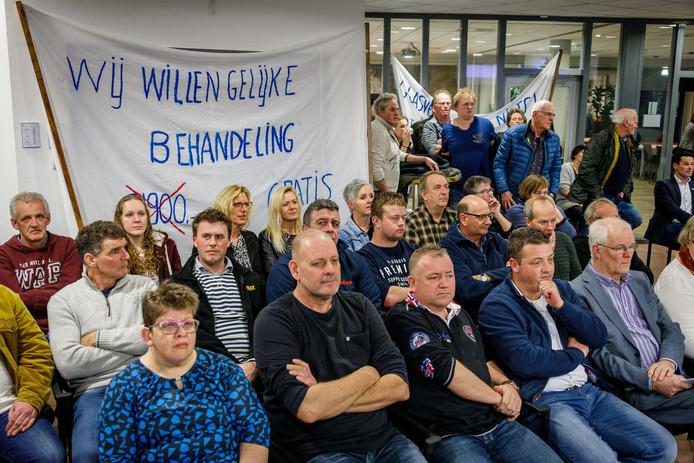 Inwoners uit onder andere Belt-Schutsloot protesteerden vorige week al in de raadszaal tegen de ongelijke tarieven.