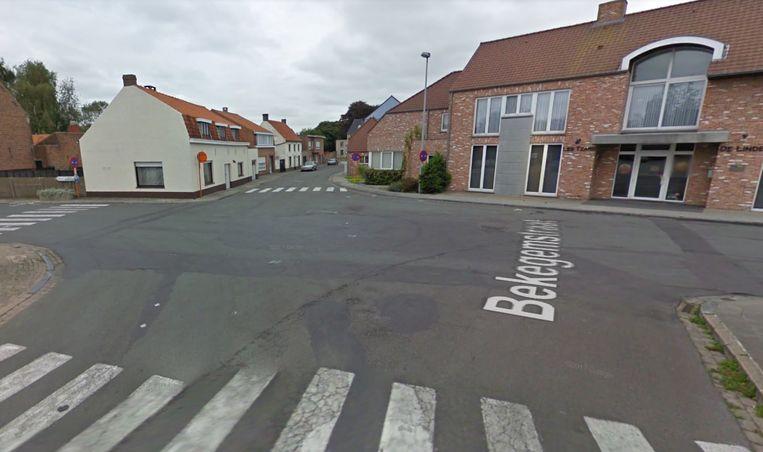Het ongeval vond plaats op het kruispunt van de Bekegemstraat en Sarkoheemstraat.