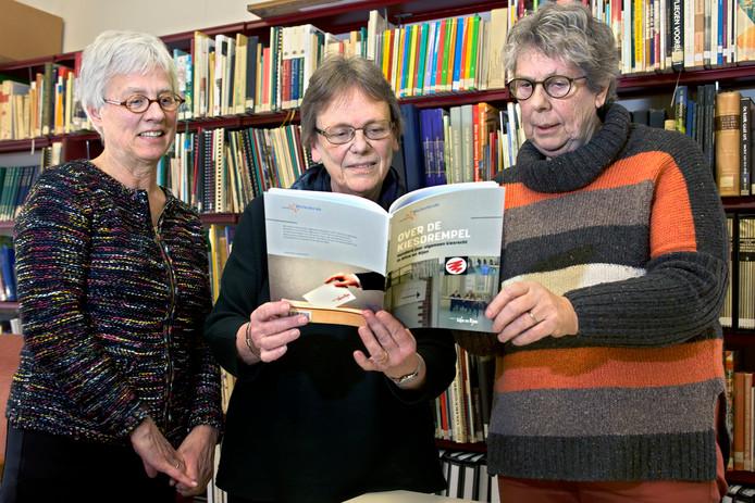 Nel de Wit, Mariëlle van Hezewijk en Jeanne de Hoon van Heemkring Molenheide schreven een boek over 100 jaar kiesrecht in de gemeente Gilze en Rijen. Er was ook een expositie over mannen en vrouwenkiesrecht.