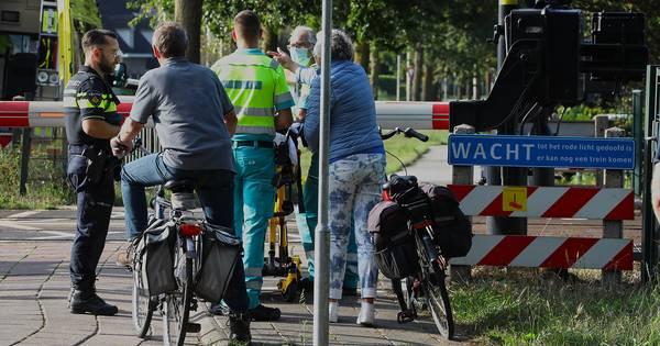 Oudere fietser aangereden bij spoorwegovergang in Oss.
