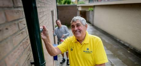 Oldenzaler Jan Linderhof schildert halve eeuw voor Belderink: 'Ik ga al 50 jaar fluitend naar het werk'