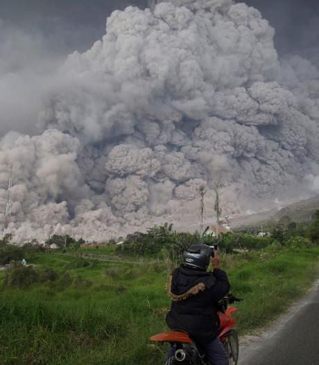 KLM wijkt uit voor vulkaan op Sumatra