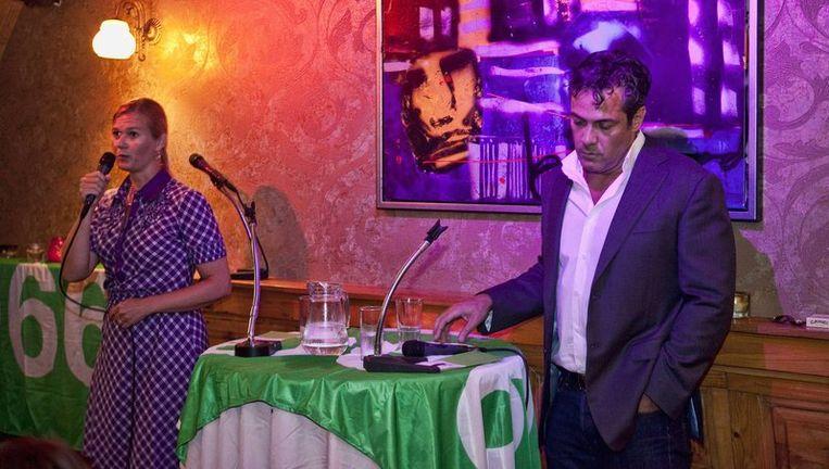 Ivar Manuel (rechts) en Ageeth Telleman tijdens een debat voorafgaand aan de gemeenteraadsverkiezingen. Foto Marc Driessen Beeld