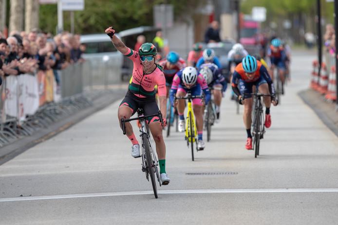 Lorena Wiebes komt als favoriet voor de zege naar de Omloop van de IJsseldelta.