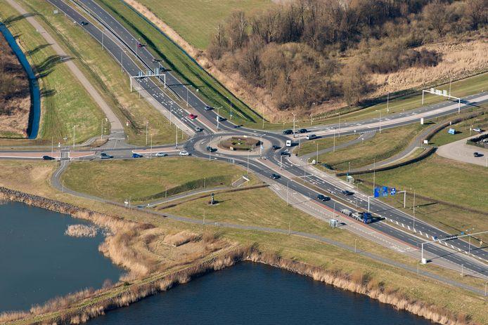 De turborotonde op de N302 in de gemeente Zeewolde kan het verkeer niet meer aan en wordt vervangen door een ongelijkvloerse kruising.