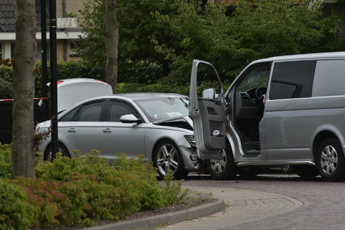 Bij de verijdelde beroving in Zundert reed een arrestatieteam van de politie het busje van de verdachten klem.