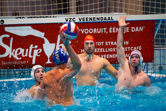 Beeld uit de wedstrijd tussen VZC en LIVO. De Veenendalers wonnen met 16-10 van de hekkensluiter.